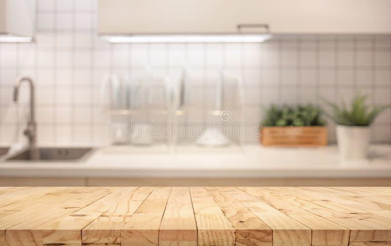 Drewniany stołowy wierzchołek na plama kuchennego kontuaru roombackground obraz royalty free