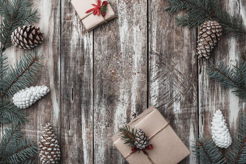drewniany tła Jodeł gałąź, rożki Przestrzeń dla Santa ` s wiadomości dryndula dodatkowy karcianego formata wakacje Nowożytni i or fotografia stock