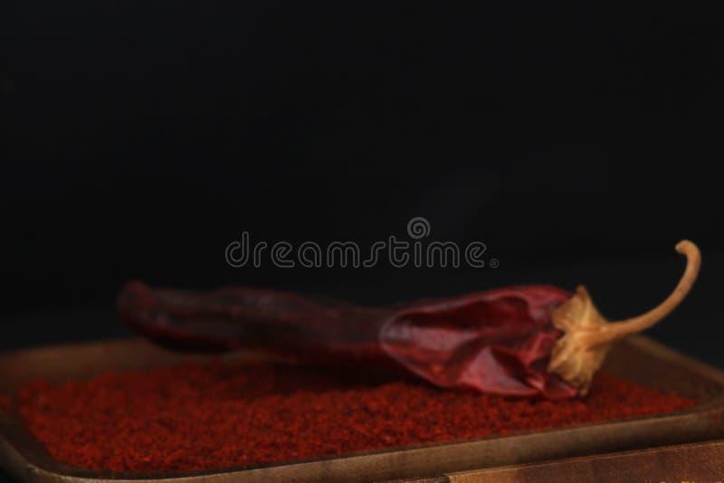 Drewniany talerz z papryką i wysuszonym chili obraz royalty free
