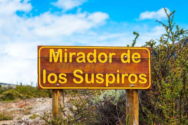 Drewniany talerz z wpisowym «Mirador De Los Suspiros «, Perito Moreno lodowiec, Patagonia, Argentyna ostrości strzał selekcyjny s zdjęcia stock