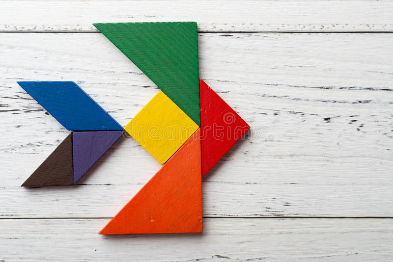 Drewniany tangram w dymówka kształcie obraz stock