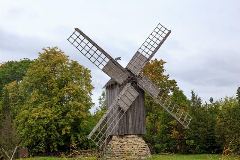 Drewniany wiatraczek, Saaremaa wyspa, Estonia fotografia stock