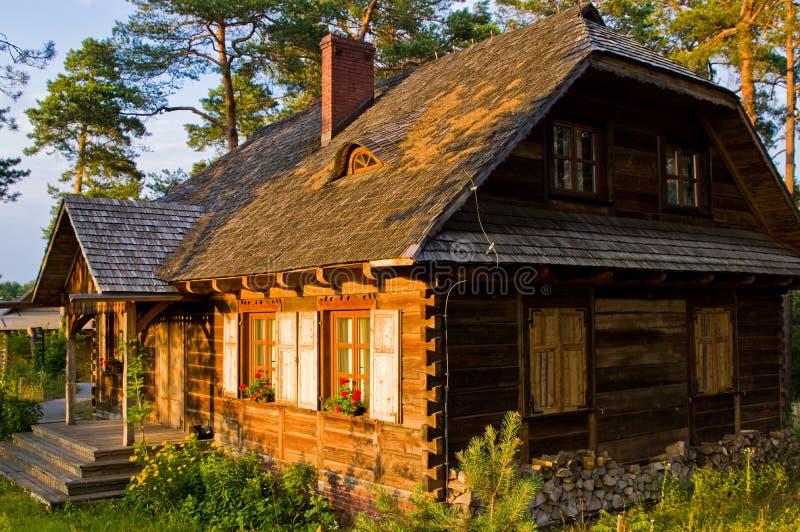 Drewniany wiejski dom w Polska, Roztocze region obraz royalty free