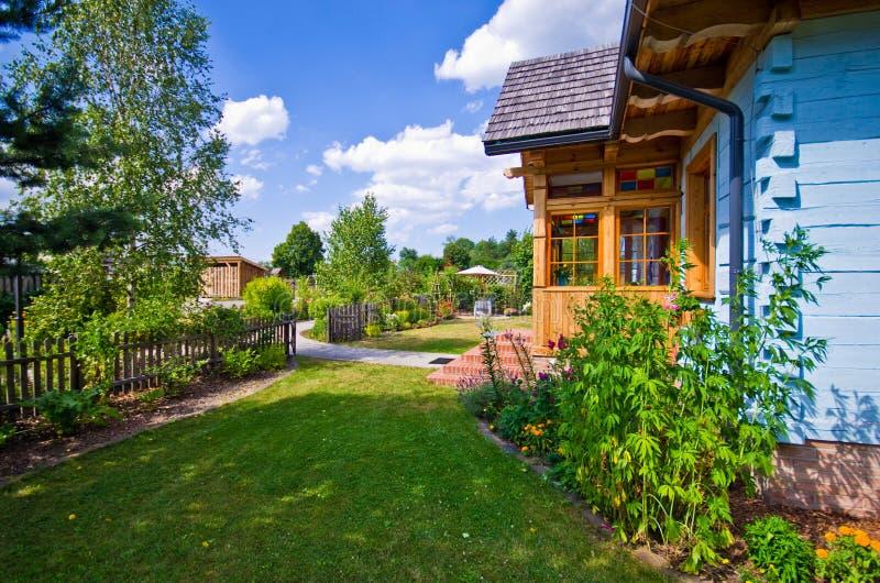Drewniany wiejski dom w Polska, Roztocze region zdjęcia royalty free