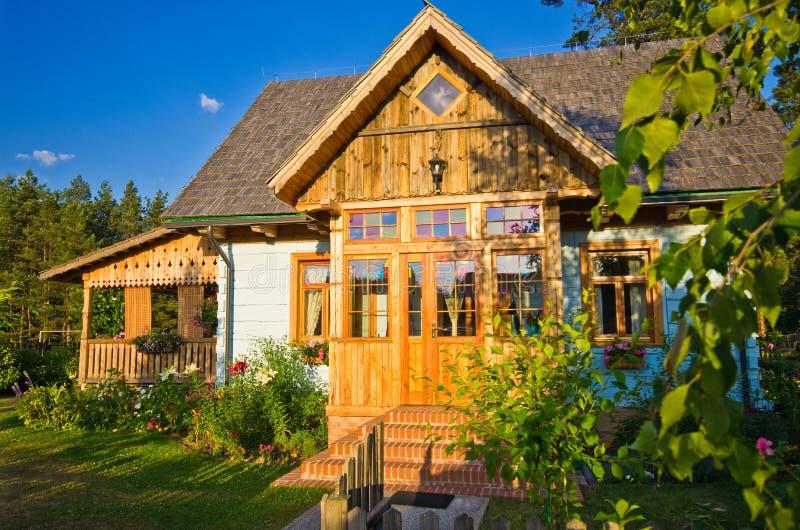 Drewniany wiejski dom w Polska, Roztocze region obrazy stock