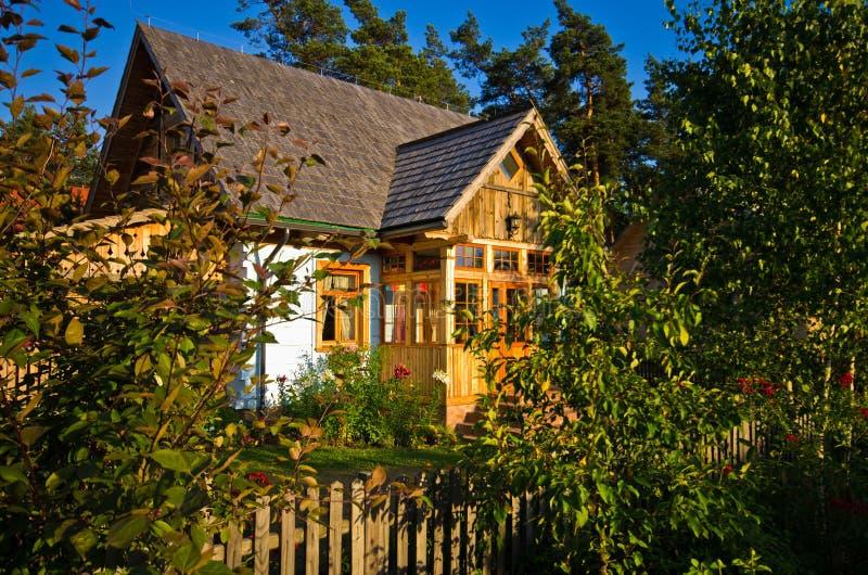 Drewniany wiejski dom w Polska, Roztocze region obrazy royalty free