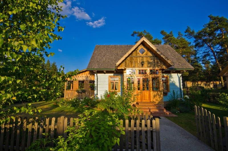 Drewniany wiejski dom w Polska, Roztocze region fotografia stock