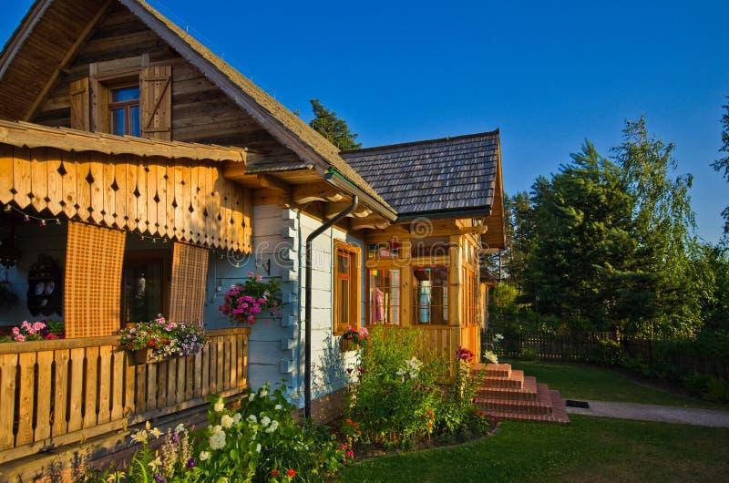 Drewniany wiejski dom w Polska, Roztocze region obraz stock