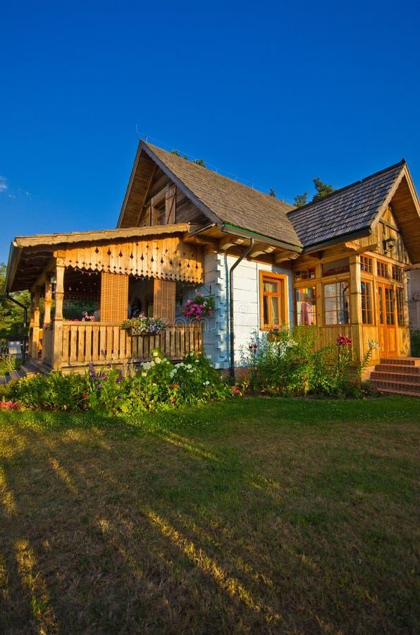 Drewniany wiejski dom w Polska, Roztocze region zdjęcie royalty free