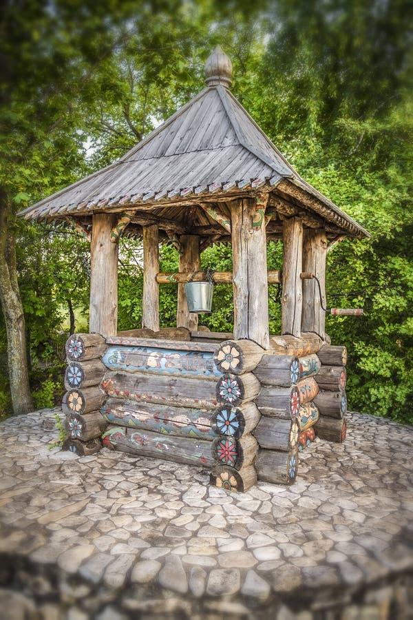 Drewniany wodny well zdjęcie royalty free
