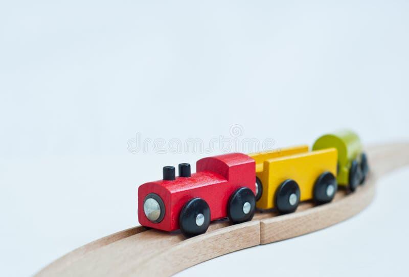 Drewniany zabawka poci?g z kolorowymi blokami zabawki edukacyjne obrazy royalty free