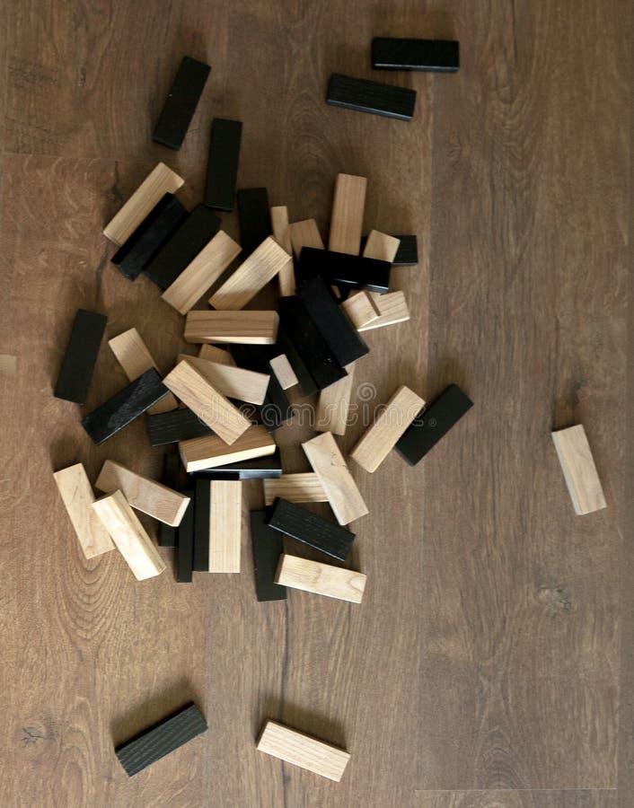 Drewnianych bloków sterty gra z kopii przestrzenią, tło Kończyć gemowego Jengo Pojęcie edukacja, ryzyko, rozwój i przyrost, fotografia royalty free