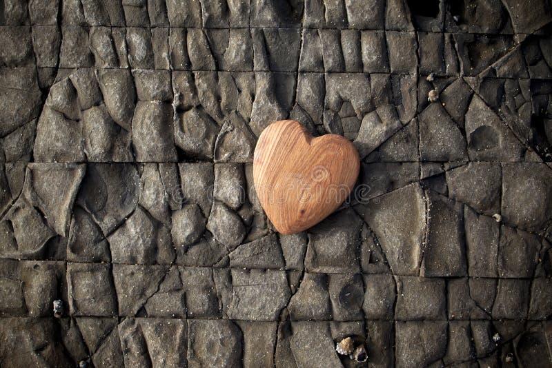 Drewno natury miłości serca Kamienny tło fotografia stock