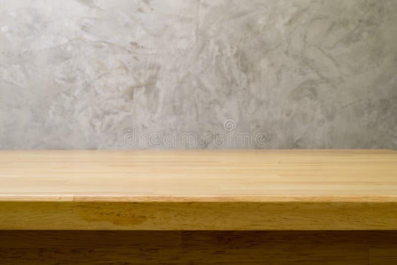 Drewno stół z betonowym loft projektem zdjęcie royalty free