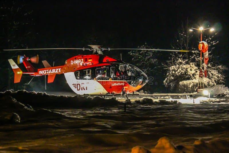 DRF-räddningsaktionhelikopter på natten royaltyfri fotografi