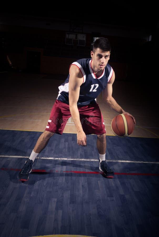 Dribble van de basketbalspeler bal royalty-vrije stock afbeelding