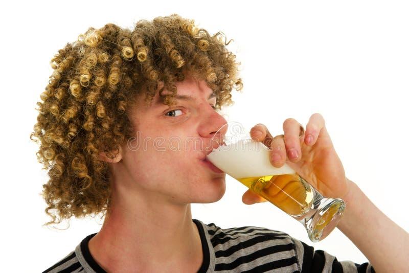 dricka barn för ölpojke royaltyfria bilder