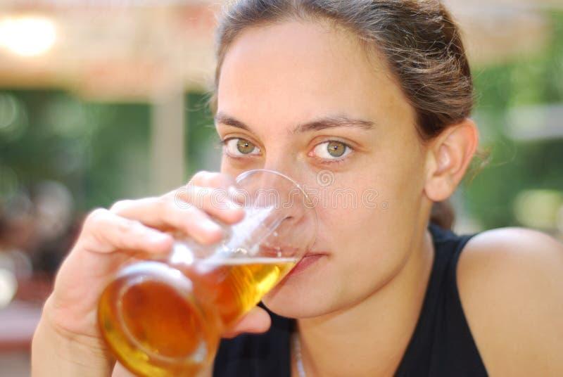 dricka för öl arkivfoton