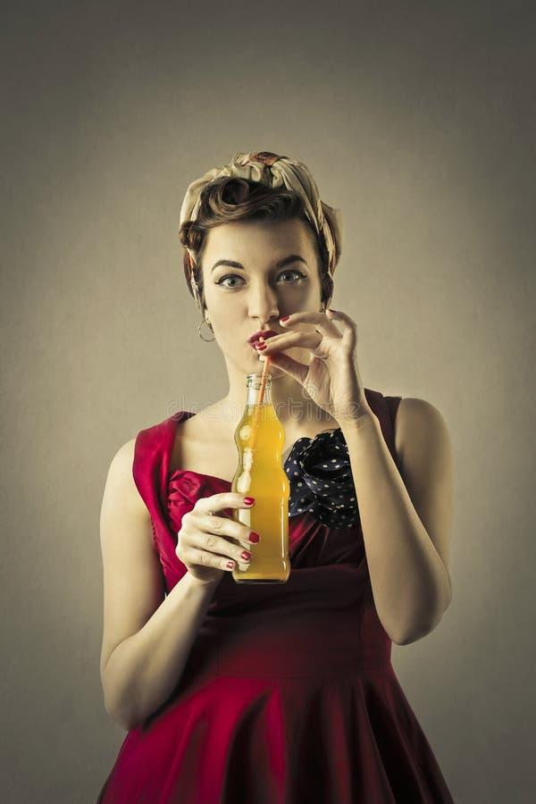 Dricka för kvinna fotografering för bildbyråer
