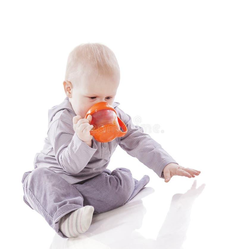 Dricka för litet barnpojke fotografering för bildbyråer
