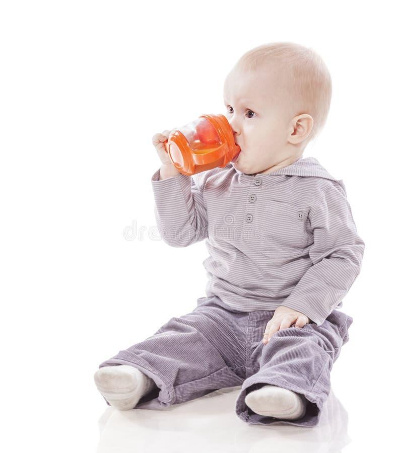 Dricka för litet barnpojke arkivbilder