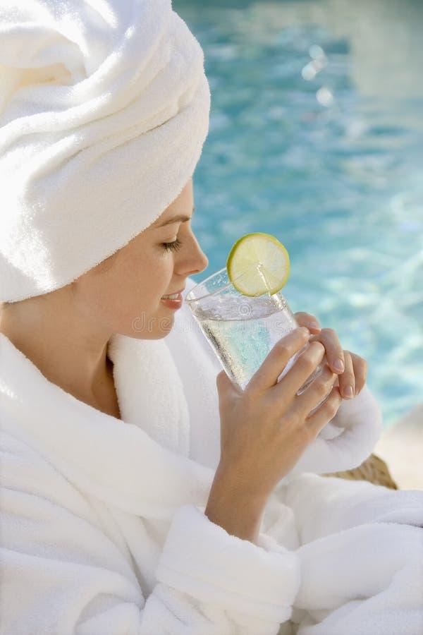 dricka glass kvinna royaltyfri fotografi