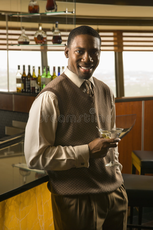 dricka man martini royaltyfria foton