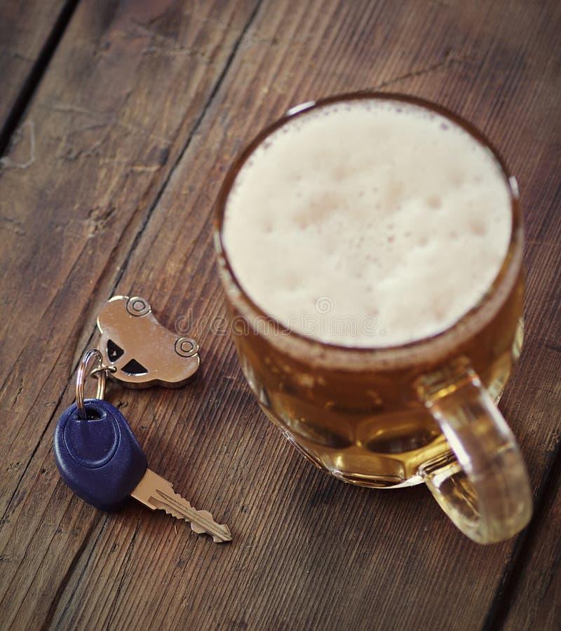 Dricka och körning royaltyfria bilder