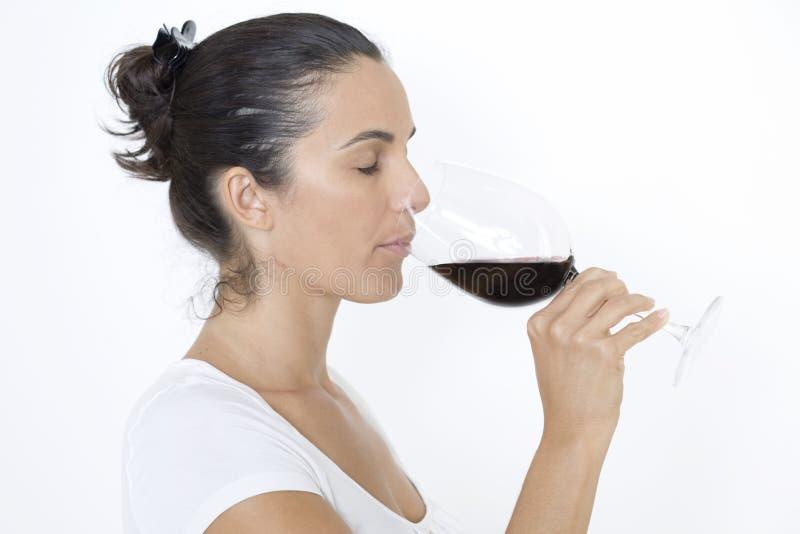 dricka rött vin royaltyfria bilder