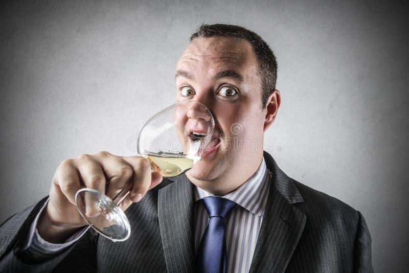 dricka wine för affärsman arkivfoto
