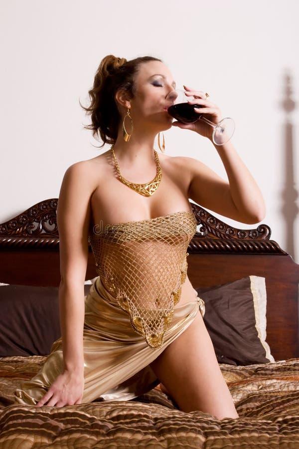 dricka winekvinna royaltyfri fotografi