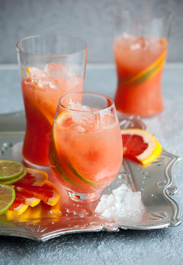 dricker grapefruktpink royaltyfri fotografi