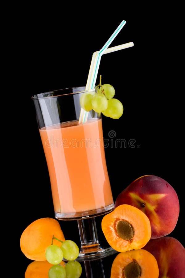 dricker organisk se för ny frukthälsofruktsaft royaltyfri bild