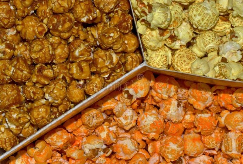 Drie aroma's en kleuren van popcorn stock foto's