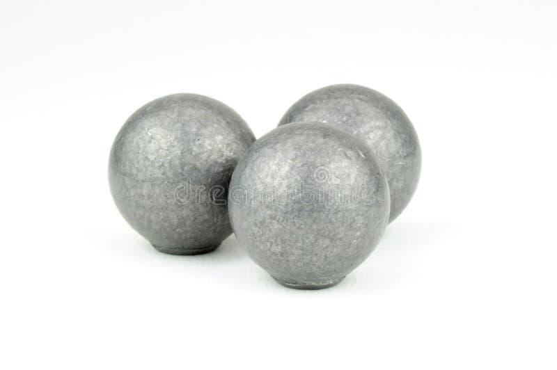 Drie ballen van het loodmusket op witte achtergrond stock foto