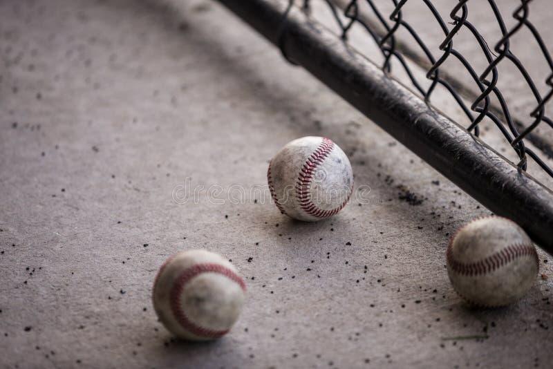 Drie Baseballs in Dugout stock afbeeldingen