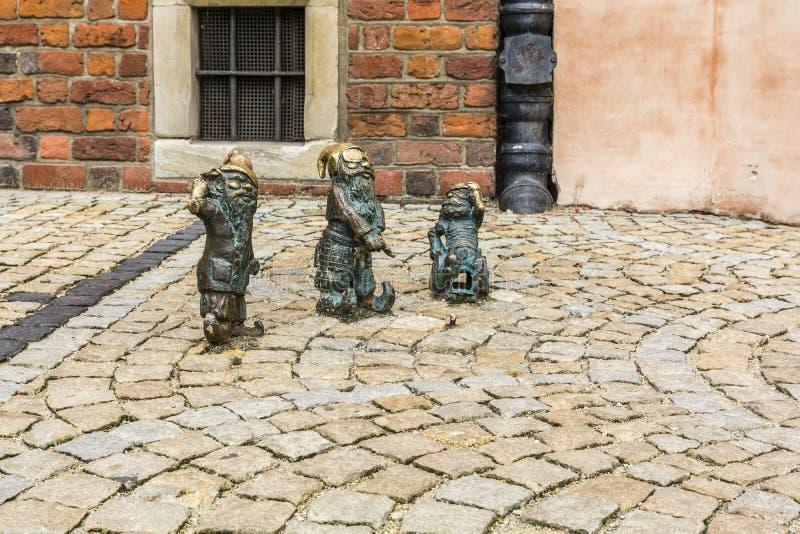 Drie beeldjes van dwergen stock foto