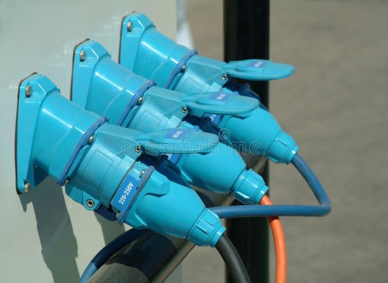 Drie blauwe verbonden machtsstoppen stock fotografie