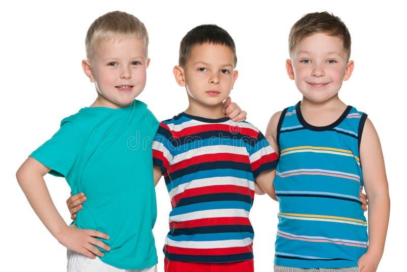 Drie blije kleine jongens stock afbeelding