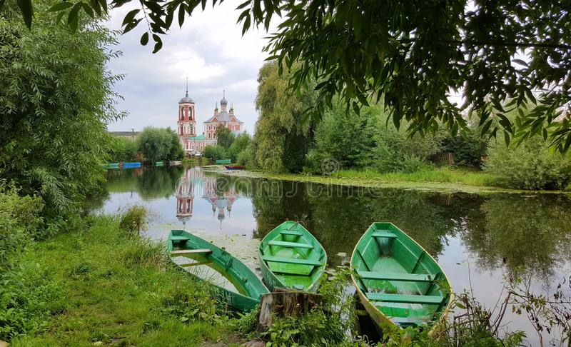 Drie boten op de rivier royalty-vrije stock fotografie