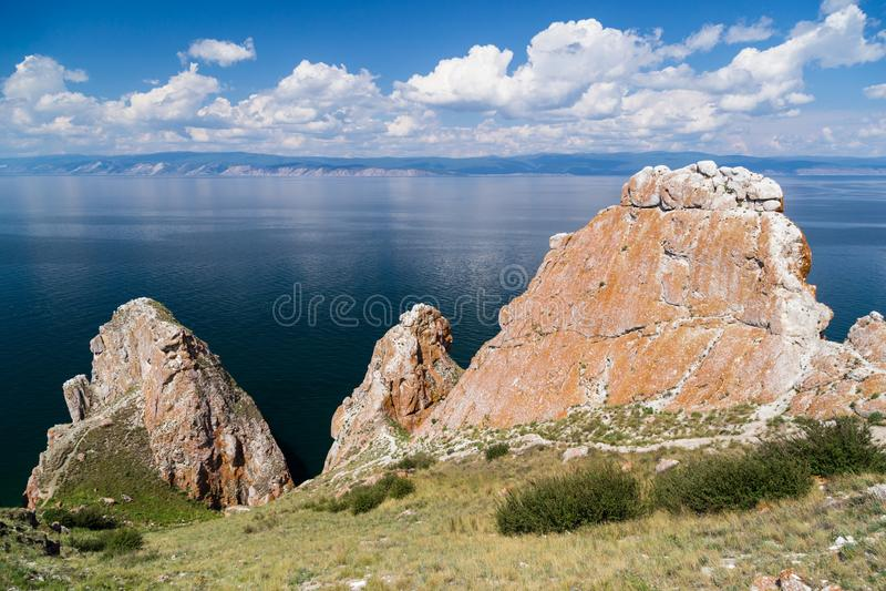 Drie broersrotsen, Meer Baikal in Rusland royalty-vrije stock afbeeldingen
