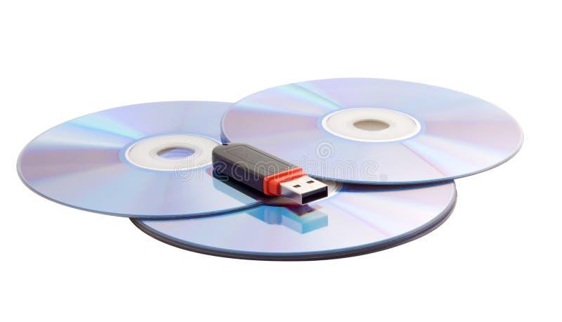 Drie CDs en USB flitsaandrijving stock foto's