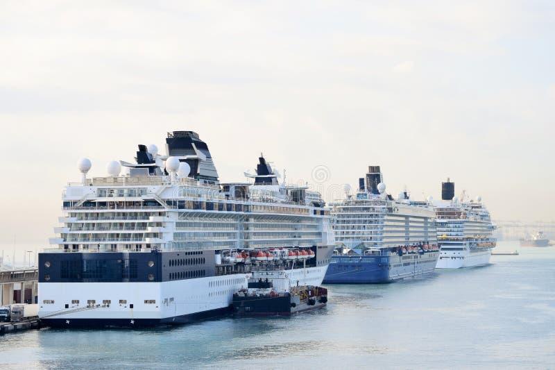 Drie cruiseschepen in de haven stock foto's