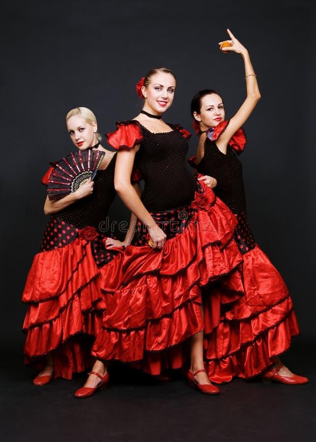 Drie dansers in Spaanse kleding royalty-vrije stock fotografie