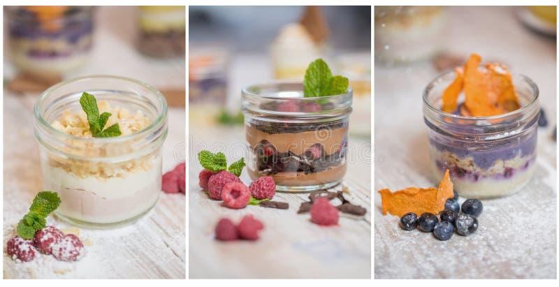 Drie desserts met een verschillend die soort mousse in metselaarkruiken, met bessen, stukken droge vruchten en munt wordt verfraa stock foto