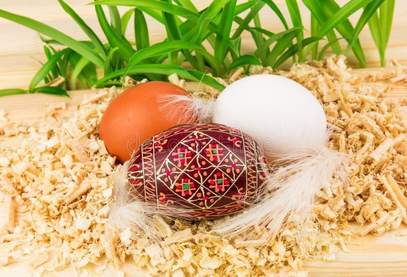 Download Drie eieren in nest stock afbeelding. Afbeelding bestaande uit verf - 29504253