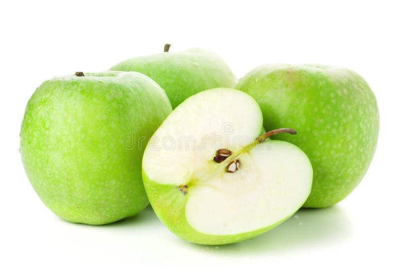 Drie en halve rijpe appelen royalty-vrije stock afbeelding