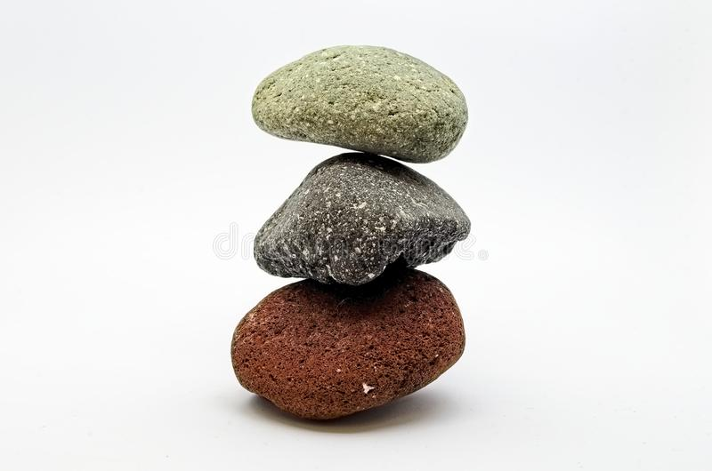 Drie evenwichtige kleurenstenen stock foto