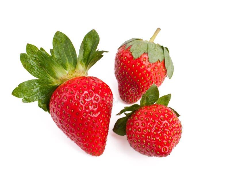 Drie geïsoleerdea aardbeien stock afbeelding