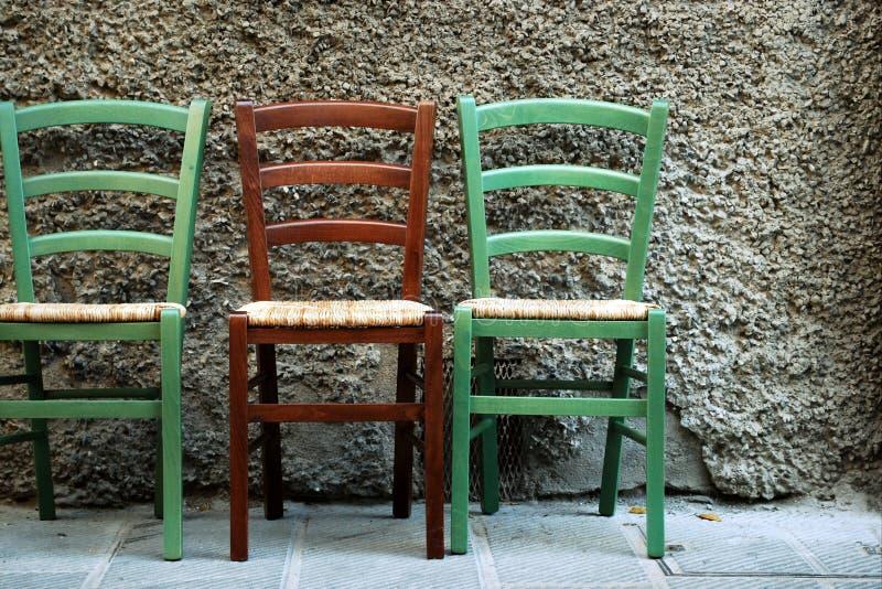 Drie gekleurde stoelen royalty-vrije stock foto